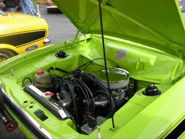 2 litre escort engine bay.jpg